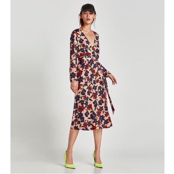 f6956e4a8318 Zara • Pink Floral Midi Long Sleeve Wrap Dress